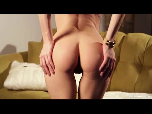 Super sexy girl gets naked