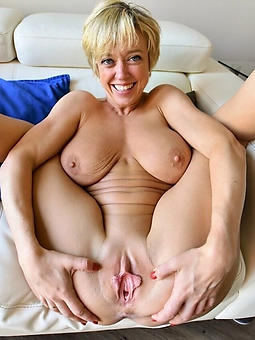 Naked mature shaved pussy